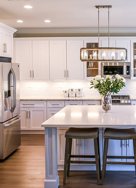 Real Real-Estate thumbnail showing a kitchen in a home